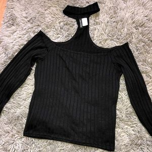 Tops - Off shoulder long sleeve with choker